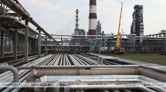 Действующая установка по переработке нефти