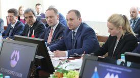 Андрей Рыбаков (в центре)