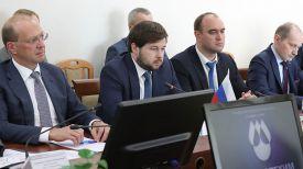 Павел Сорокин (в центре)