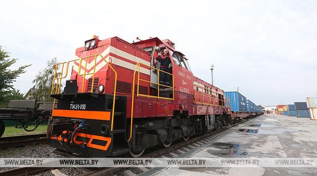 Отправка контейнерного поезда. Фото из архива