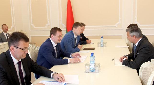 Во время встречи. Фото пресс-службы правительства