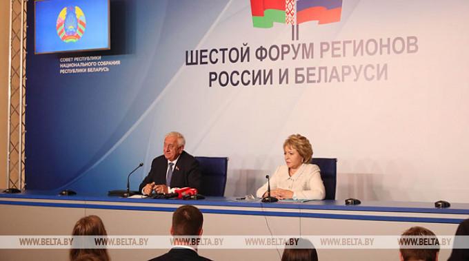 Председатель Совета Республики Михаил Мясникович и председатель Совета Федерации Валентина Матвиенко