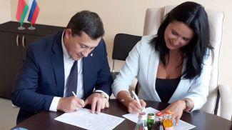 Георгий Попруго и Элла Белоусова. Фото посольства Беларуси в России