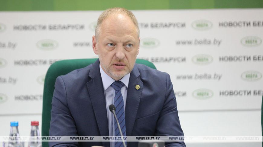 Артур Карпович во время пресс-конференции