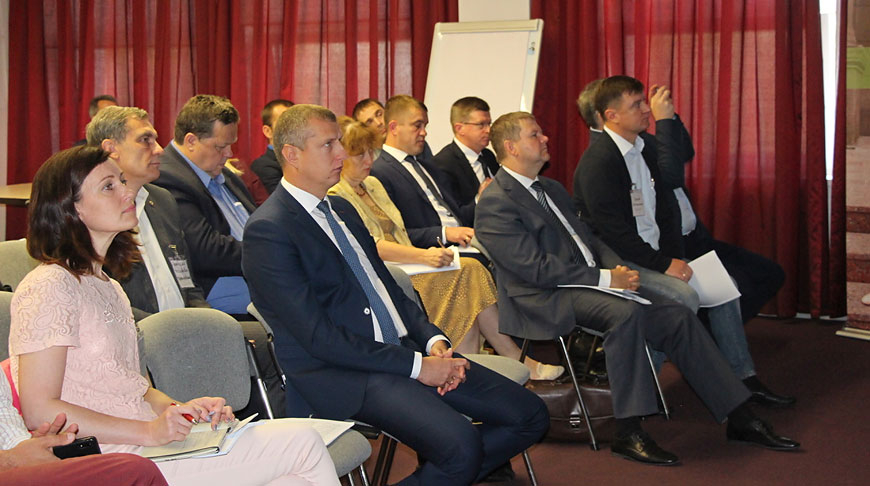 Дмитрий Крутой (в центре). Фото Министерства экономики