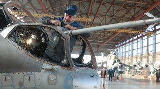 На Оршанском авиаремонтном заводе. Фото из архива