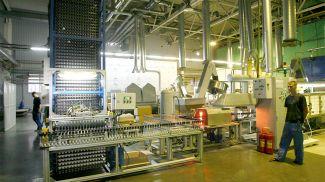 На производстве. Фото из архива