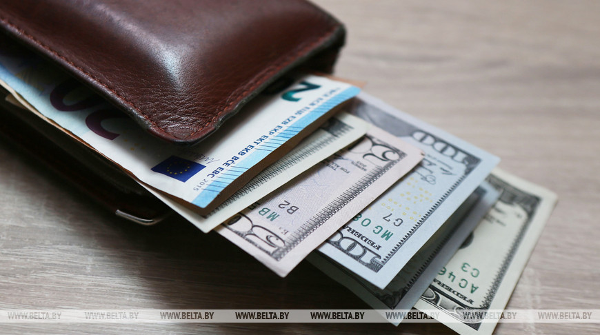 Белорусы в январе-октябре продали валюты на $638,3 млн больше, чем купили