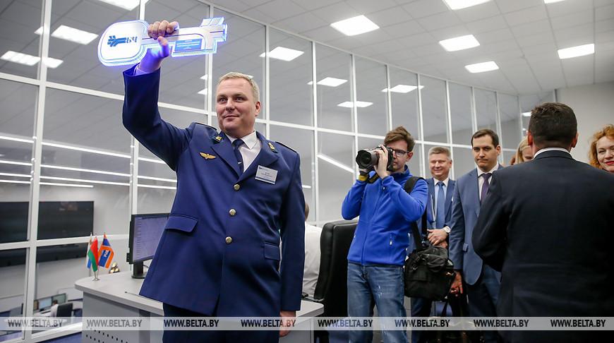 С символическим ключом - начальник службы перевозок БЖД Петр Дулуб