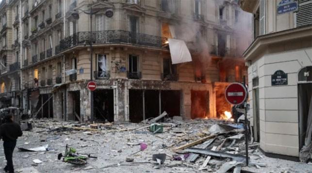 На месте взрыва в Париже. Фото изtwitter-аккаунта croissandeau