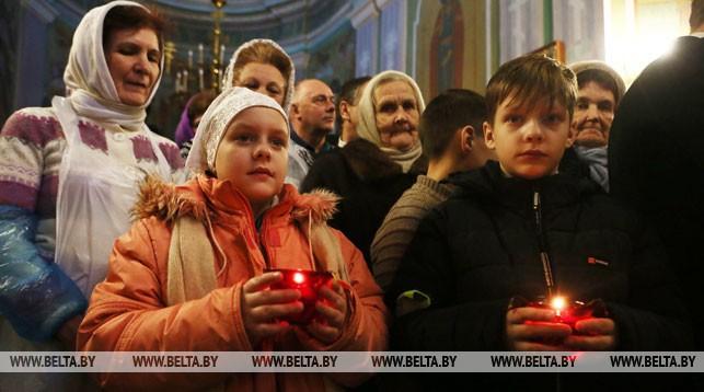 Чин освящения Крещенской воды прошел в Гродненском Свято-Рождество-Богородичном монастыре