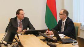 Первый заместитель министра труда и социальной защиты Андрей Лобович и заместитель министра труда и социальной защиты Валерий Ковальков