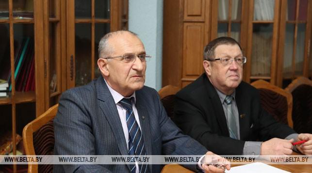 Анатолий Лемешенок (слева)