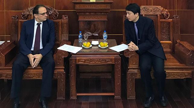 Владимир Гошин и Фам Куанг Хунг. Фото посольства Беларуси во Вьетнаме