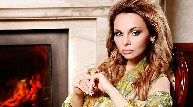 Певица Александра Гайдук уже сегодня поможет разыграть главный приз 114-го тура: огромную денежную сумму в 100000 рублей!