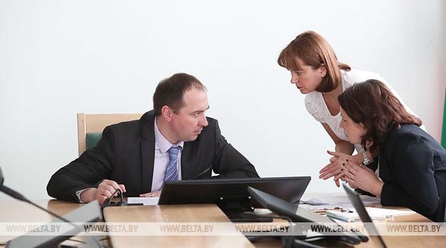 Андрей Лобович во время онлайн-конференции