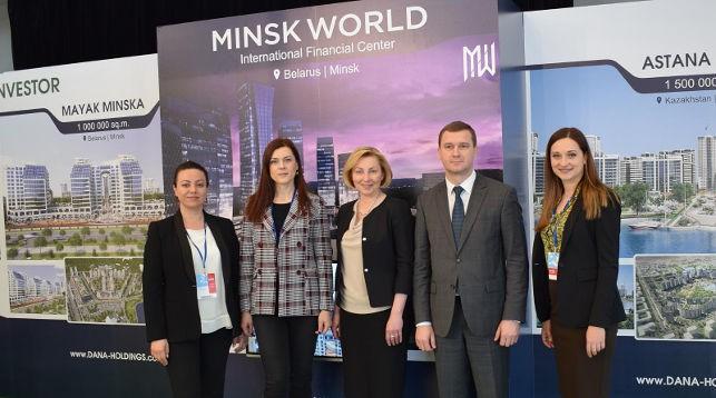 Представители посольства Республики Беларусь в Литве на презентации стенда проектов компании Dana Holdings