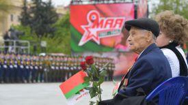 Во время церемонии на площади Победы