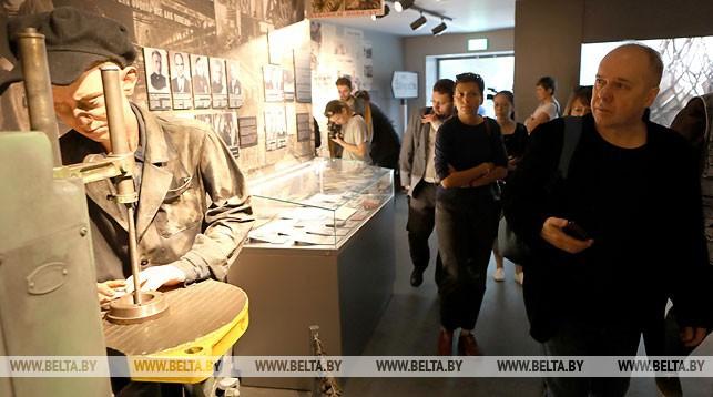 Участники медиафорума во время посещения музея