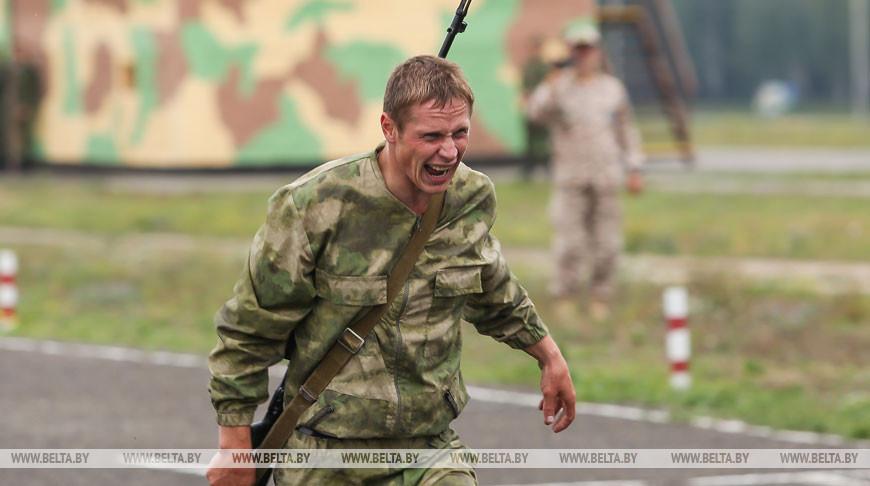Белорусский стрелок во время эстафеты