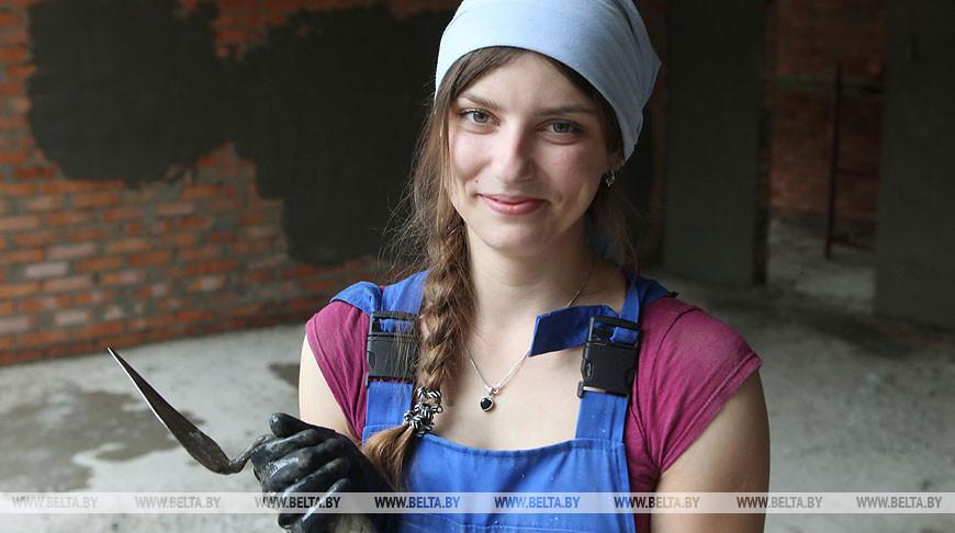 Штукатур, молодой специалист Анна Стахиевич. Фото из архива