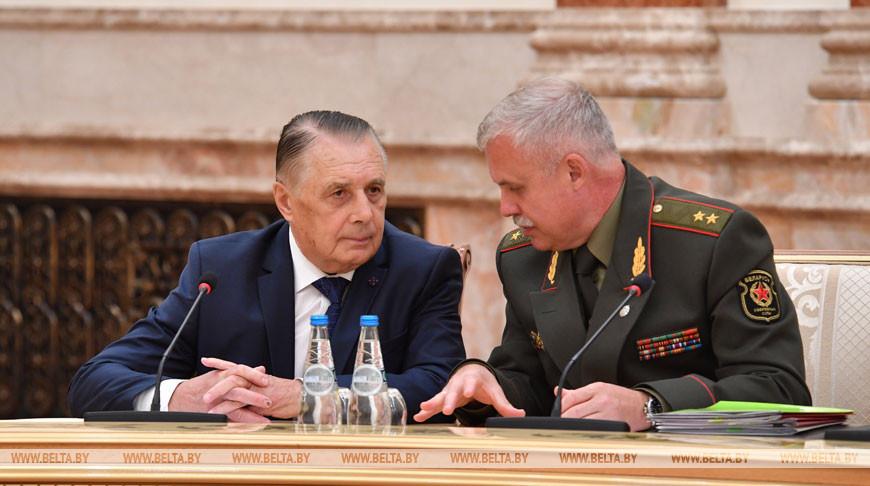 Председатель Верховного суда Валентин Сукало и государственный секретарь Совета безопасности Станислав Зась
