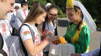 Участники белорусской команды во время посещения Татарской гимназии №1 Вахитовского района в Казани