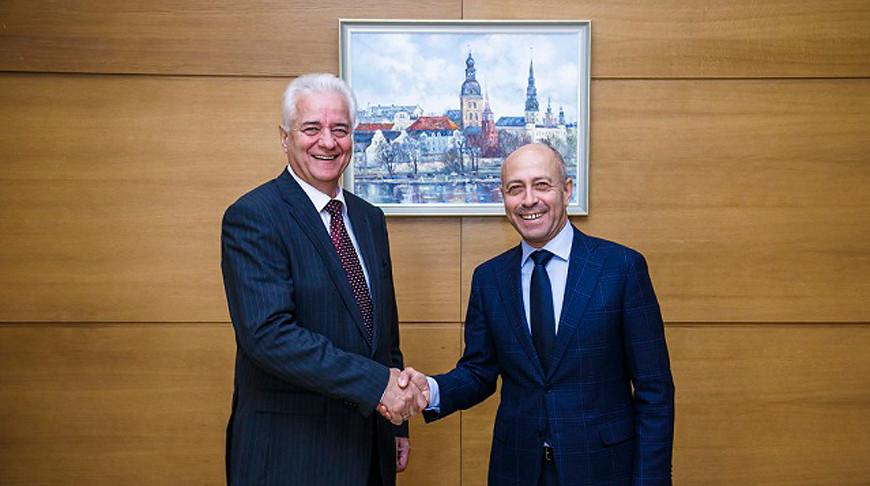 Василий Маркович и Олег Буров. Фото посольства Беларуси в Латвии