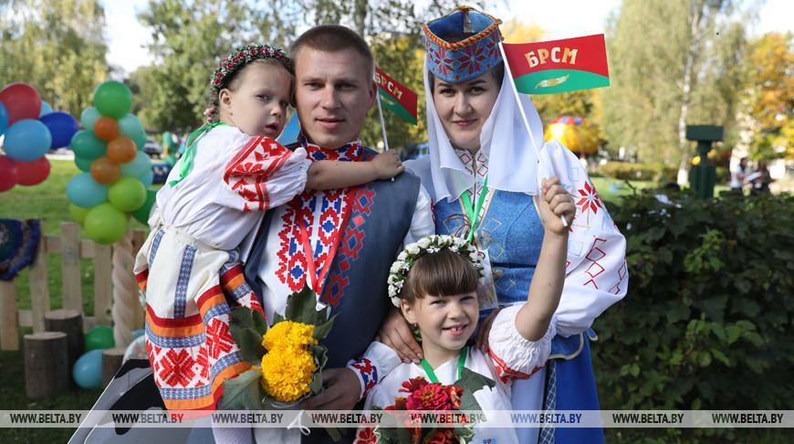 Семья Соболь из Поставского района. Фото из архива