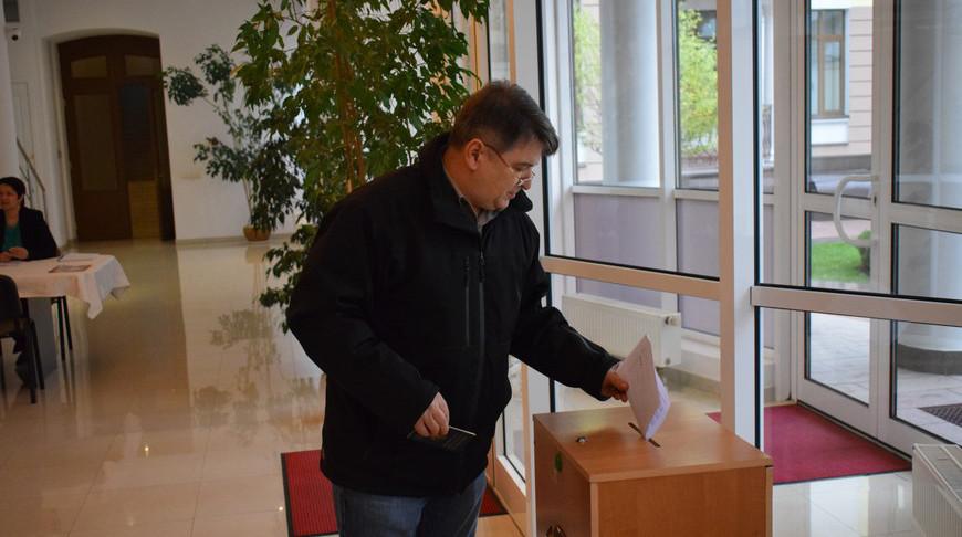 На избирательном участке. Фото посольства Беларуси в Украине