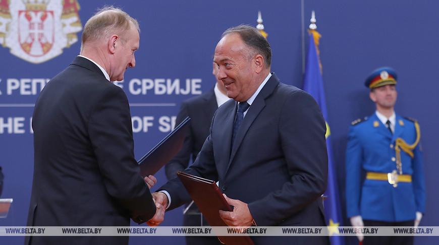 Председатель Президиума НАН Владимир Гусаков и министр образования, науки и технологического развития Сербии Младен Шарчевич