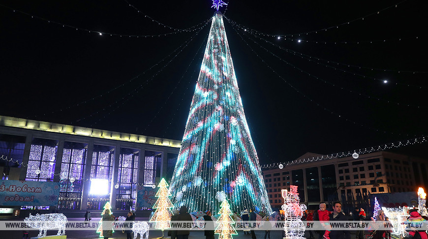 Главная елка Беларуси вошла в число самых высоких новогодних деревьев СНГ.