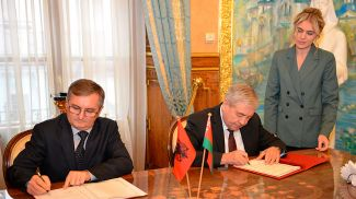 Арбен Газиони и Владимир Семашко. Фото посольства Беларуси в России