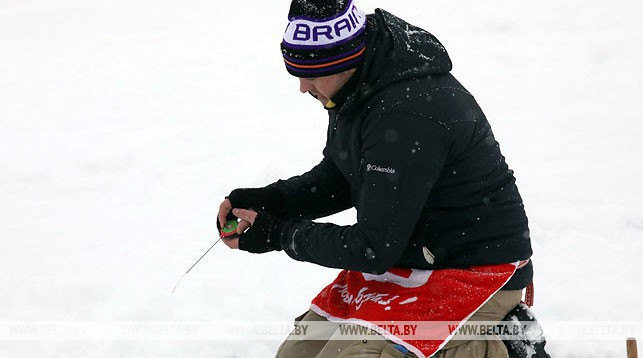 Участник соревнований рыбак Игорь Шевель. Во время соревнований