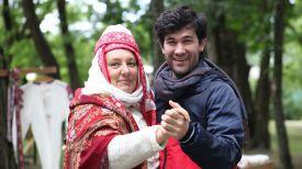 Турист из Франции (справа) во время фольклорного фестиваля в Гомельской области. Фото из архива