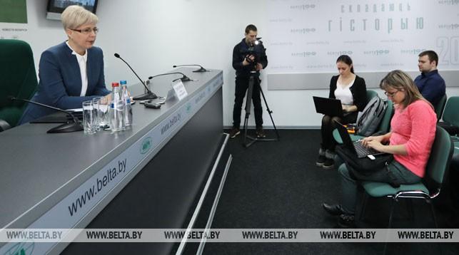 Ирина Гонтарева во время пресс-конференции