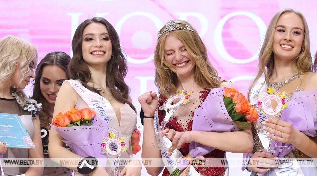 Елизавета Абрамкина (в центре)