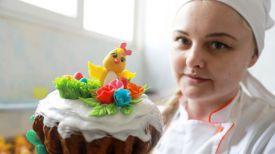 Мастер-кондитер Наталья Шарай с эксклюзивным кексом