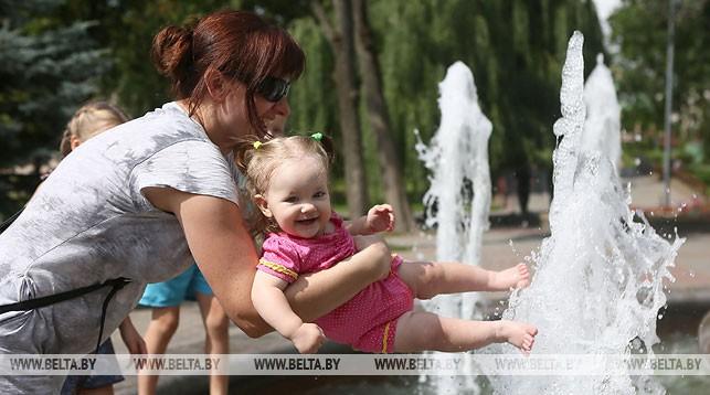 Возле фонтанов в парке Жилибера. Фото из архива