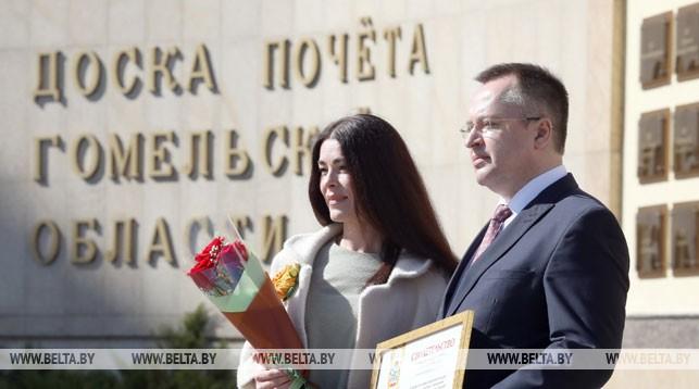 Директор музея Оксана Торопова и председатель профкома Гомельского дворцово-паркового ансамбля Андрей Сайков