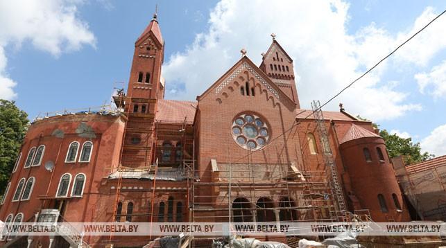 Первый этап реставрации Красного костела в Минске. Фото из архива