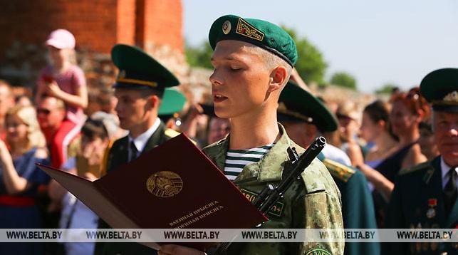 Во время принятия военной присяги
