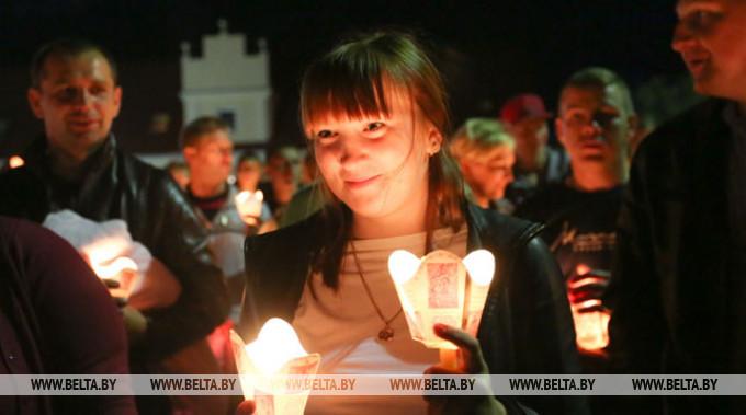 Во время торжественной процессии со свечами. Фото из архива