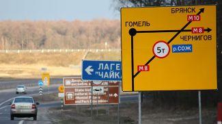 Дорожные знаки и схемы, информирующие водителей. Фото из архива