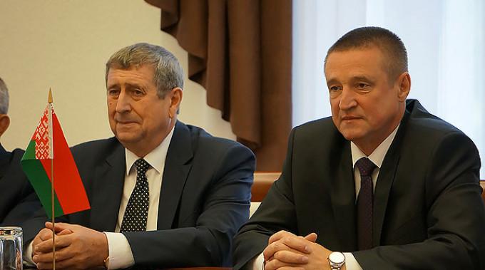 Михаил Русый и Леонид Заяц. Фото Могилевского облисполкома
