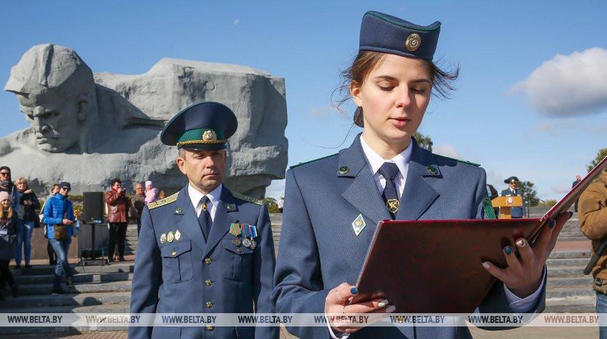 Молодые сотрудники таможни приняли присягу в Брестской крепости