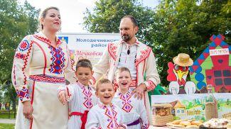 Семья Мечковских. Фото Млын.by