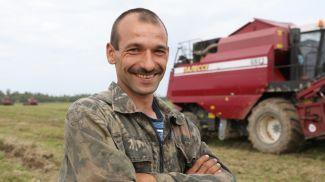 Комбайнер Дмитрий Стрихарь. Фото из архива
