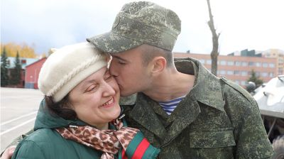 Рядовой Илья Воробъев с мамой
