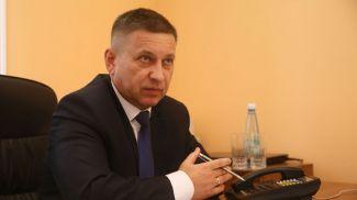 Иван Лавринович во время приема граждан. Фото из архива